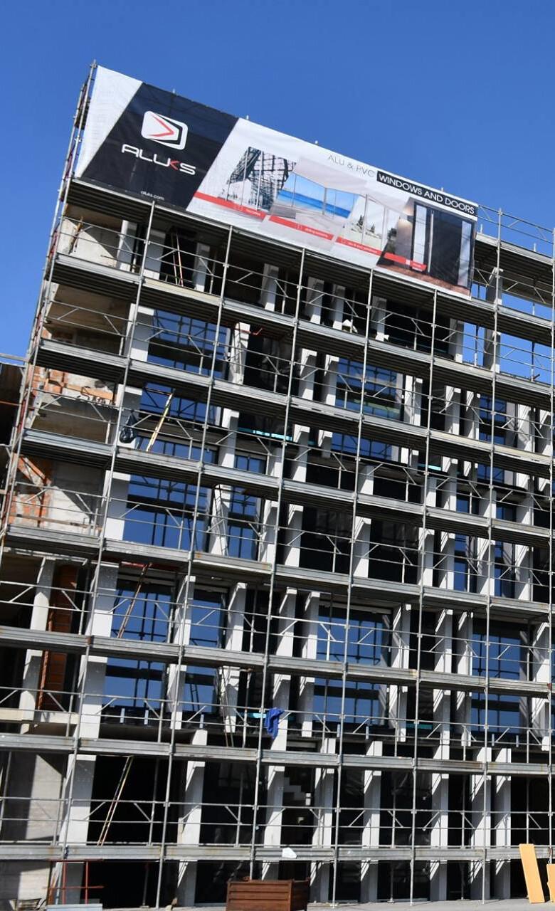 """Zunanji promocijski PVC mesh banner """"Aluks"""""""